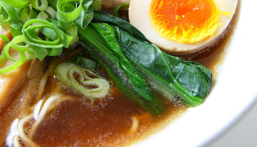 スープへのこだわり -豚と鶏を別々に長時間煮込む-